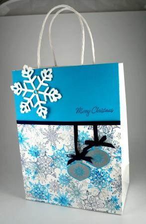 Delightful Decorations Holiday Bag